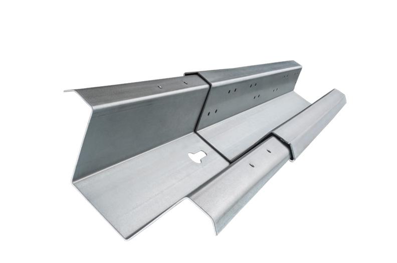 De slitstarka bjälkarna, takstolarna eller ramprofilerna för solcellsanläggningar får stöd och avrundas i sin funktion med hjälp av extra komponenter. Resultatet ger en extra kostnadseffektiv helhetslösning.