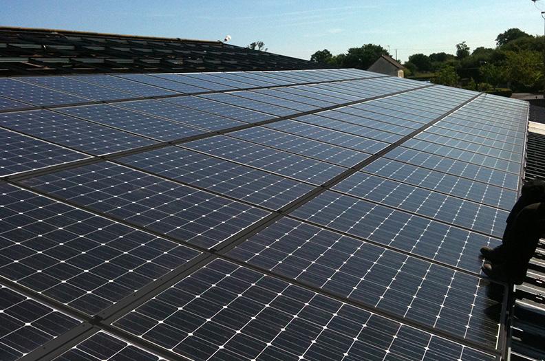 Vi levererar profiler för system för solcellsparker, inbyggda och påbyggda tak, samt anläggningar som följer solen såsom CPV-system.